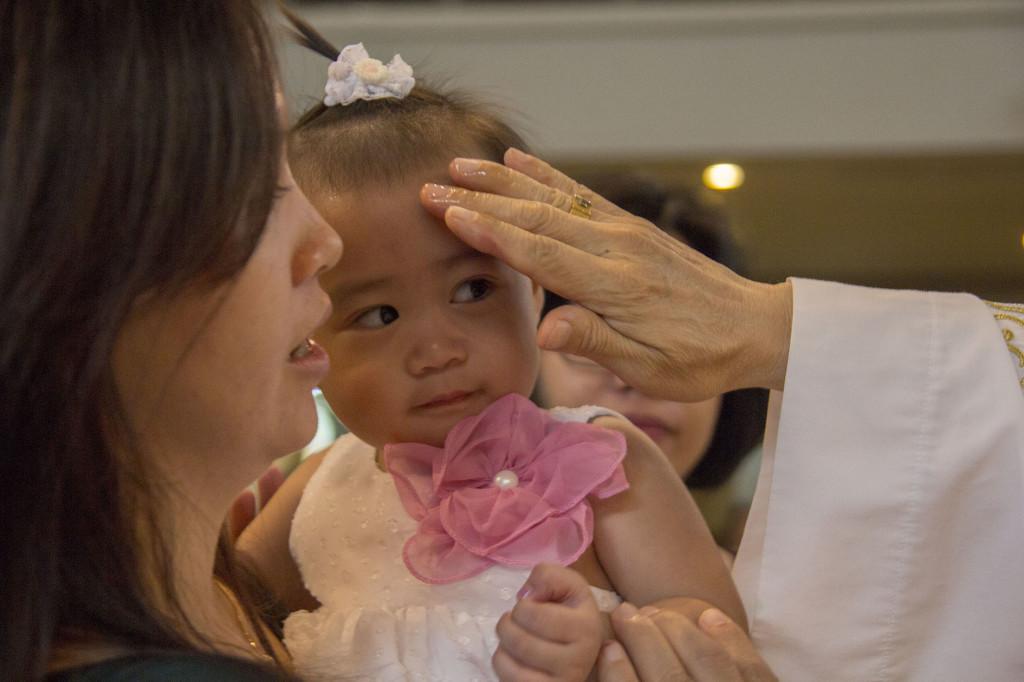 Sakramen-Pembaptisan-Baptis-Bayi-Gereja-Santo-Yakobus-Kelapa-Gading_0536